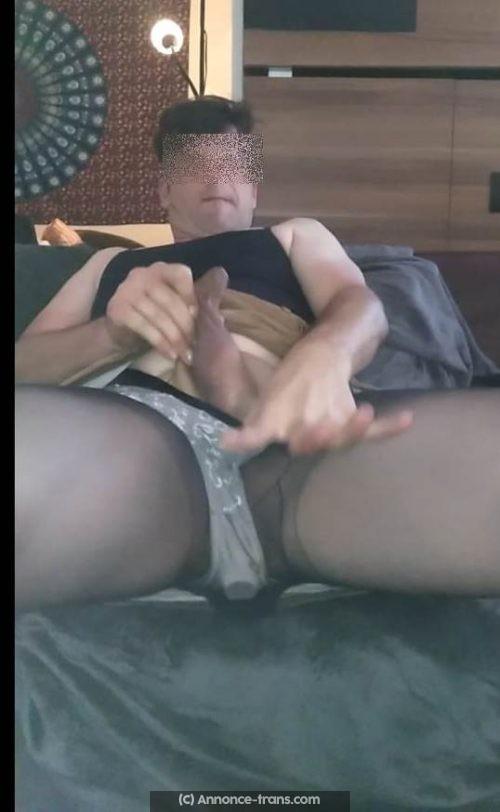 Trav mature soumis qui aime se branler sur de la lingerie