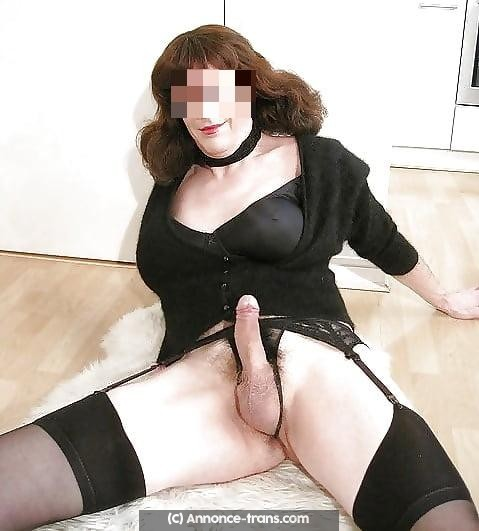 Travestie mature féminine excellente videuse de couilles pleines