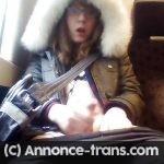 Sexy travestie qui aime s'exhiber dans le RER