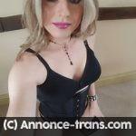 Je suis une transsexuelle qui aime pomper gorge profonde